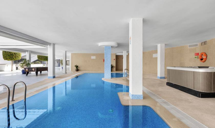 Piscina hotel palmanova suites by trh magaluf