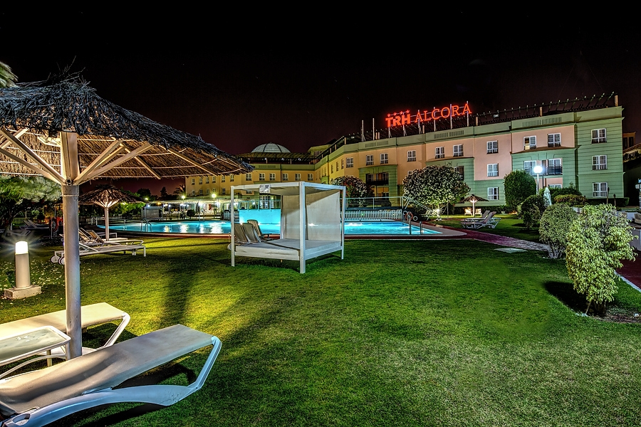 Servicios hotel trh alcora business congress web for Piscina hotel los lebreros sevilla